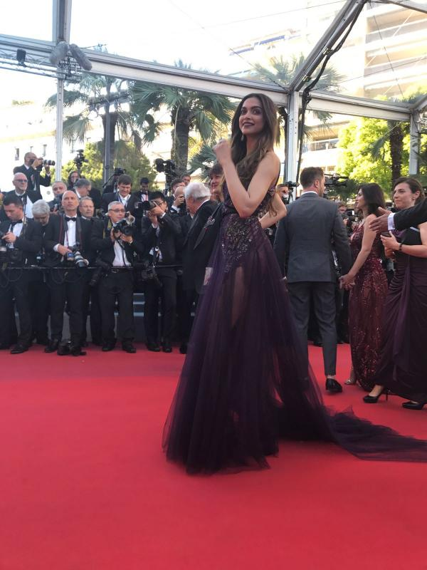 cannes-2017-watch-deepika-padukone-she-does-her-debut-walk-cannes-red_4