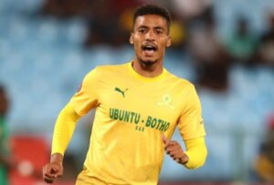 Rivaldo Coetzee(born 16 October 1996) is a South African professionalfootballerwho plays as adefenderforMamelodi Sundownsand theSouth Africa national team.