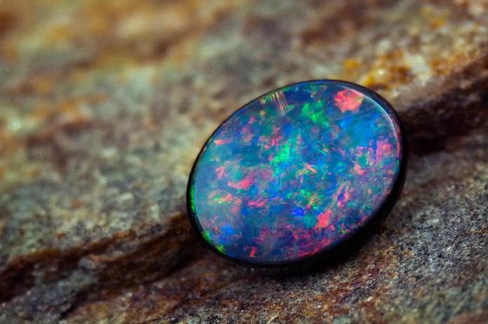 Скъпоценните камъни и зодиите - Опал