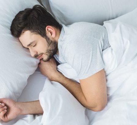 4 Beneficios De Dormir Con Un Diente De Ajo Debajo De La Almohada 13
