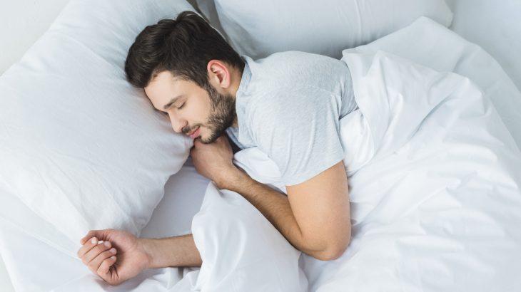 4 Beneficios De Dormir Con Un Diente De Ajo Debajo De La Almohada 1