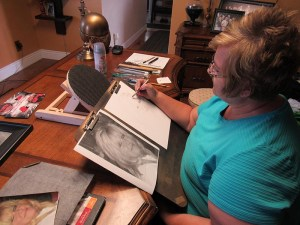 daniela vazquez / messenger photo Lucinda Brotherson of Mt. Pleasant sketches a portrait for a family who lost a loved one. She has become known in her community for acts of service that spring from her sketch pad.