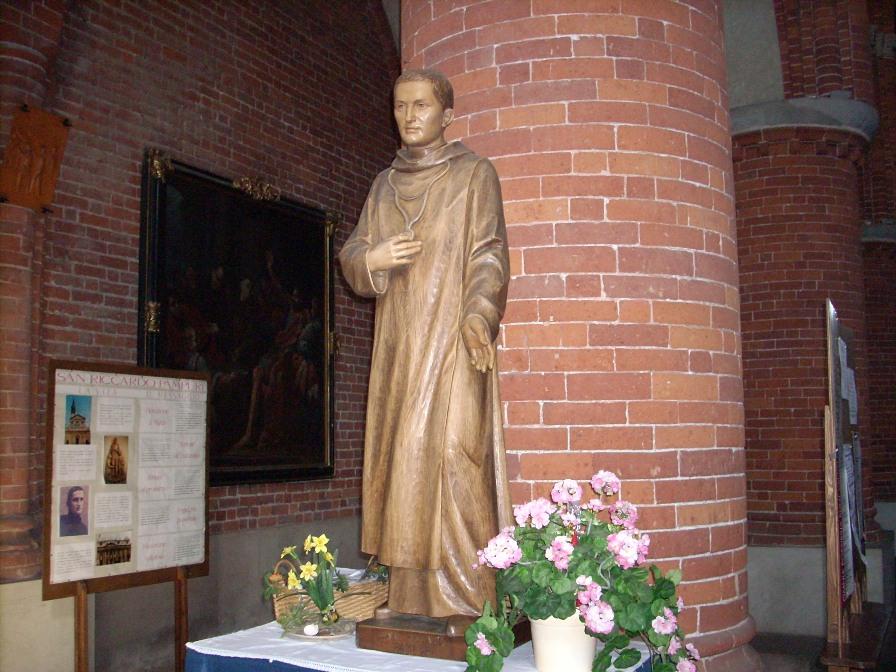 San Riccardo Pampuri -. Statua Abbazia di Morimondo Pampuri%20statue,%20Morimondo%20-%203