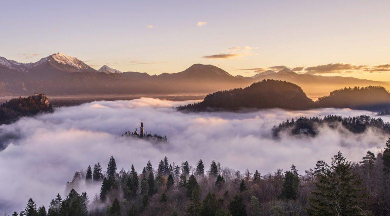 poeme-geants-nuages-sommets-montagnes-pexels