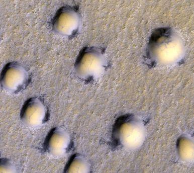 Étonnantes dunes - bulles sur Mars _ HiRISE NASA