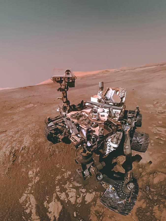 Selfie du robot rover Curiosity, NASA. Davantage sur le voyage pour Mars à explorer sur Sansible #sansible #curiosity #rover #robot #mars #planete #explorer