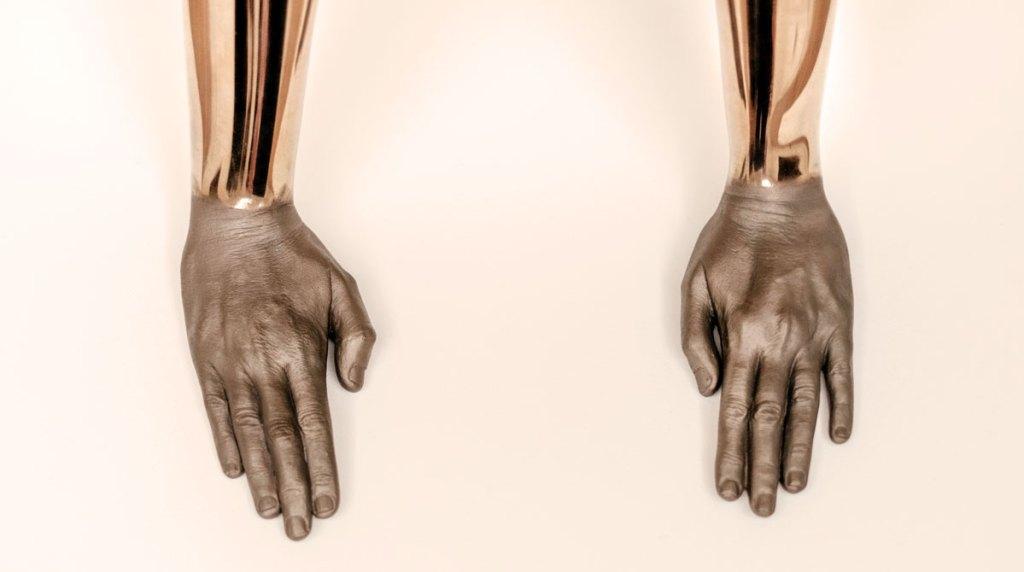 Réparer le corps humain : santé, les interrogations de la SF face à nos fantasmes vs la réalité à découvrir sur Sansible #corpshumain #santé #futur #biotechnologie #innovationsante #sansible #bioimpression #exosquelette #nanotechnologie