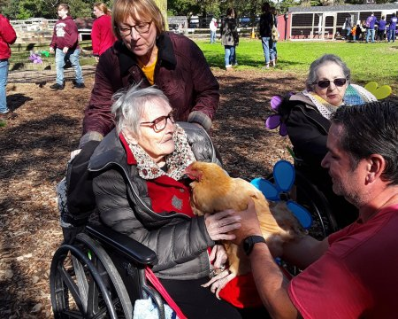 Residents Participate in Walk to End Alzheimer's