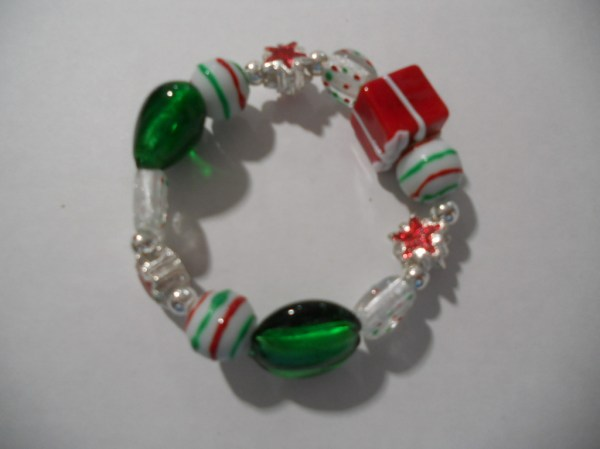 Chunky Presents Holiday Beads Stretch Bracelet Santa