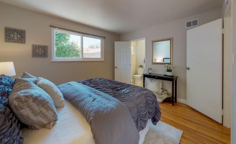 v72xCekmWSg – Bedroom(1)-5