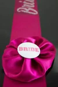 faixa-noiva-bride-rosa-com-strass
