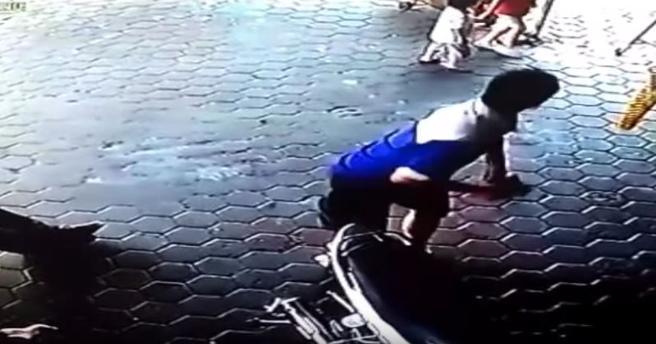 Momento en el que Anwar Sutanto Chen salva a sus hijos
