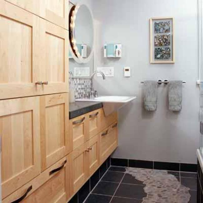 Staggering 4 piece bathroom designs #Tinyspace #Vanities #Apartmenttherapy #Masterbathroomideas