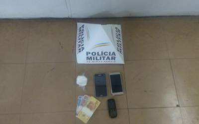 PM prende autores por tráfico de drogas no centro de Itaúna