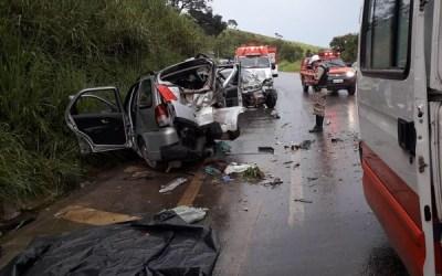 Uma pessoa morre e cinco ficam feridas em acidente na BR-494 em Nova Serrana