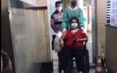 Após mais de 20 dias internada, paciente recebe alta hospitalar em Itaúna