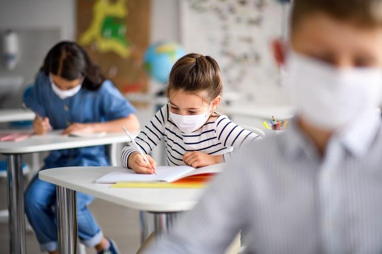 Mais 49 mil estudantes podem voltar às salas de aula neste mês em Minas