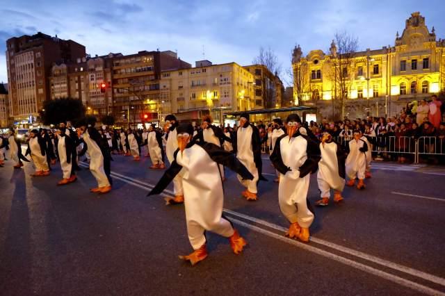 Los bomberos de Santander reciben la Copa de Cava del Carnaval