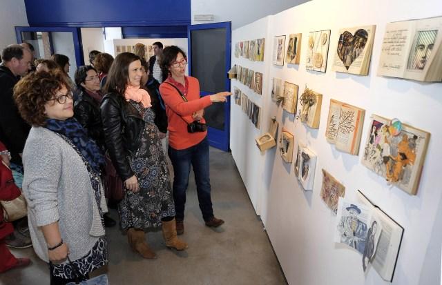 La Ensenada del Arte rinde homenaje al libro trasformándolo en creaciones artísticas