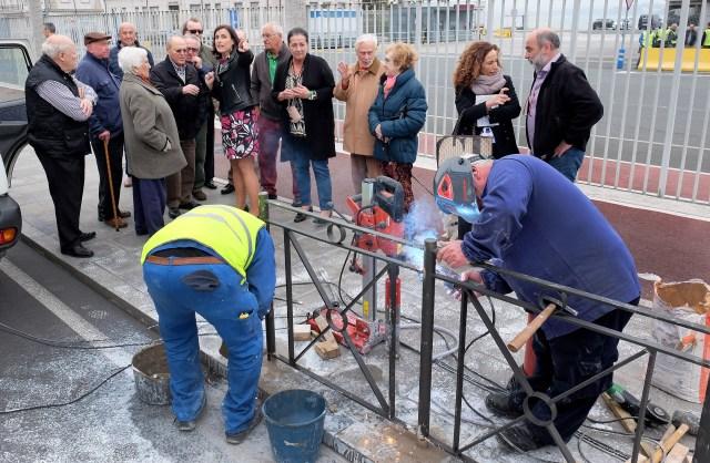 El Ayuntamiento prolonga la barandilla de Antonio López para reforzar la seguridad de los peatones