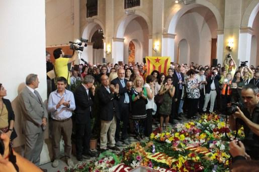Aplaudiments i crits d'independència al finalitzar l'himne de Catalunya