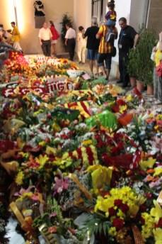 L'ofrena floral a la tomba de Rafael Casanovas