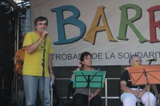 L'ONG Ensenyament Solidari presentant l'activitat 'Posem cara a la pau'