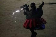 Un dels infants carregant el drac petit de la colla de diables de Casablanca// Maria Roda