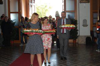 Moret, Forcadell i Vila han estat els primers en fer l'ofrena floral // Marc Pidelaserra