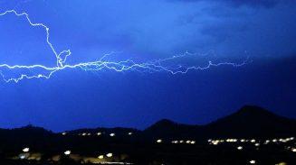 Espectaculars imatges de la tempesa, captades des de Ciutat Cooperativa - Rafa García