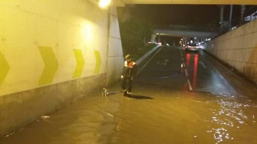 Retirada d'aigua del parking de l'Alcampo // PC Sant Boi
