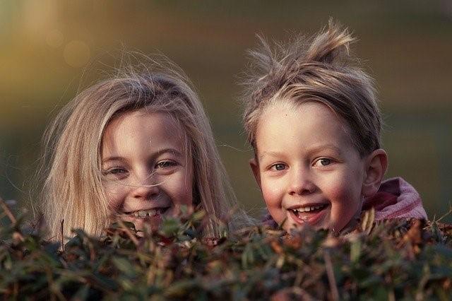 santé-environnement et pédiatrie : fille et garçon