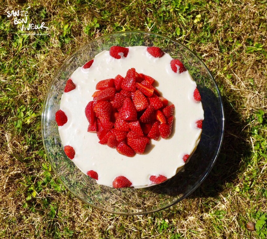 Low-Carb No-Bake English Strawberry & Vanilla Cream Cheesecake