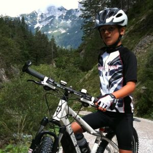 Julian auf dem Weg vom Mittenwald zur Oberbrunn Alm