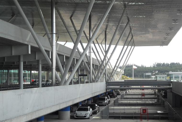 El aeropuerto de Santiago enfila la temporada alta