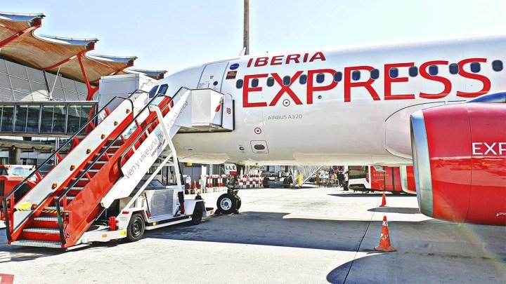 Iberia Express aumenta un 6% sus vuelos en Santiago este verano