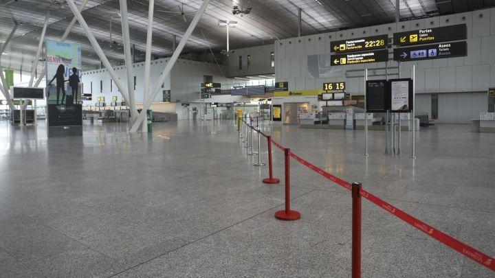 La crisis sin precedentes que debe afrontar el aeropuerto de Santiago