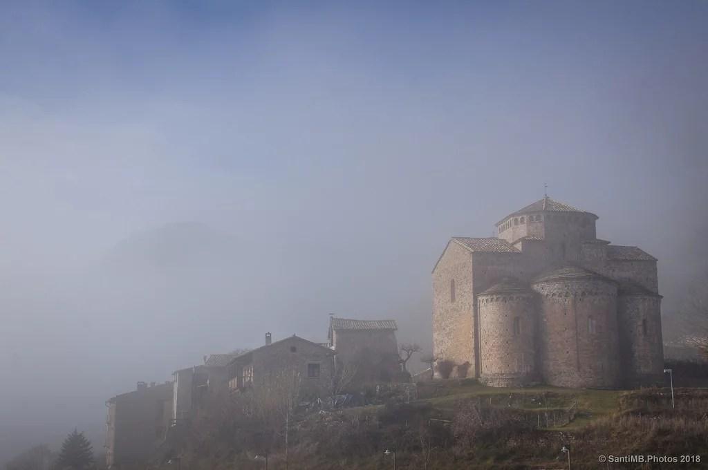 Surgiendo de entre la niebla