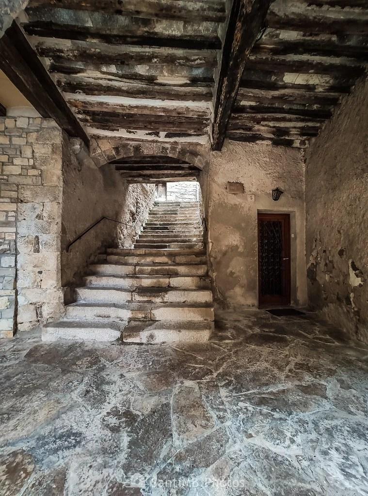Escaleras entre calles