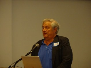 National Democratic Consultant Bob Schaeffer addresses the Democratic Club of the Islands post-election meeting. SC photo by Jan Holly