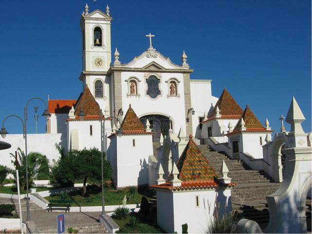 Vista exterior da igreja de Santo António dos Olivais, em Coimbra