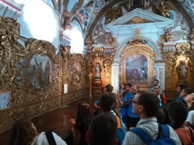 Jovens e frades - sacristia da igreja de Santo António dos Olivais, Coimbra
