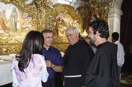 Frei João na sacristia da Igreja de Santom António dos Olivais, por ocasião da profissão solene do Frei Pedro, 21 de setembro de 2003.