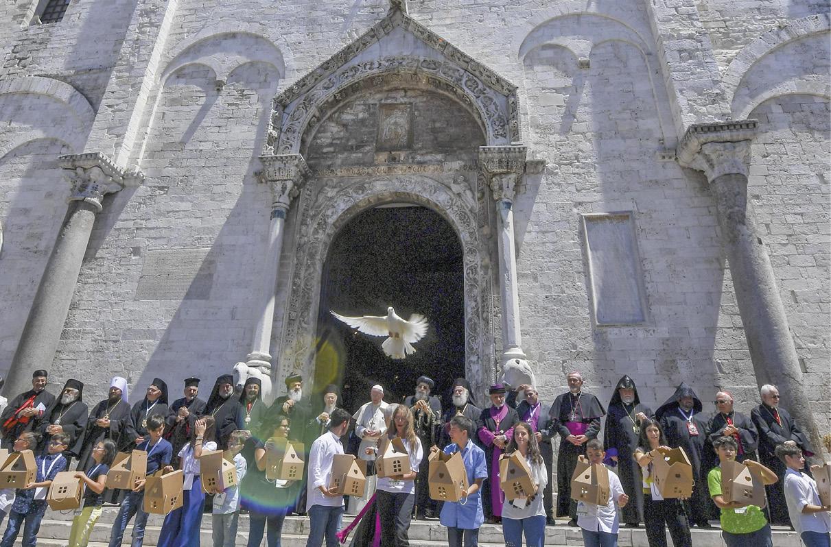 Papa Francisco com os Chefes das Igrejas e Comunidades Cristãs do Médio Oriente, Basílica de São Nicolau, Bari, Itália, 7 de julho de 2018. Foto EPA/CIRO FUSCO.