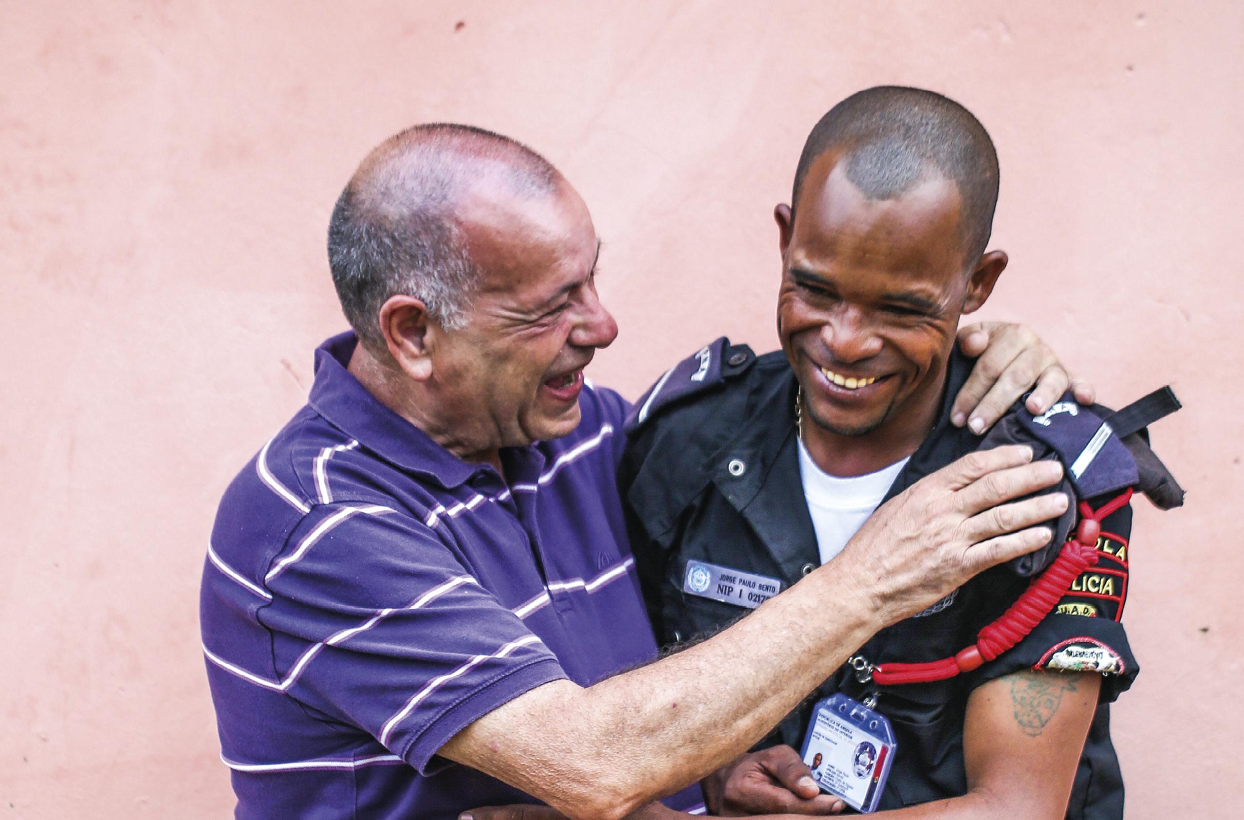 António Bento e o filho. Foto de Manuel Roberto.