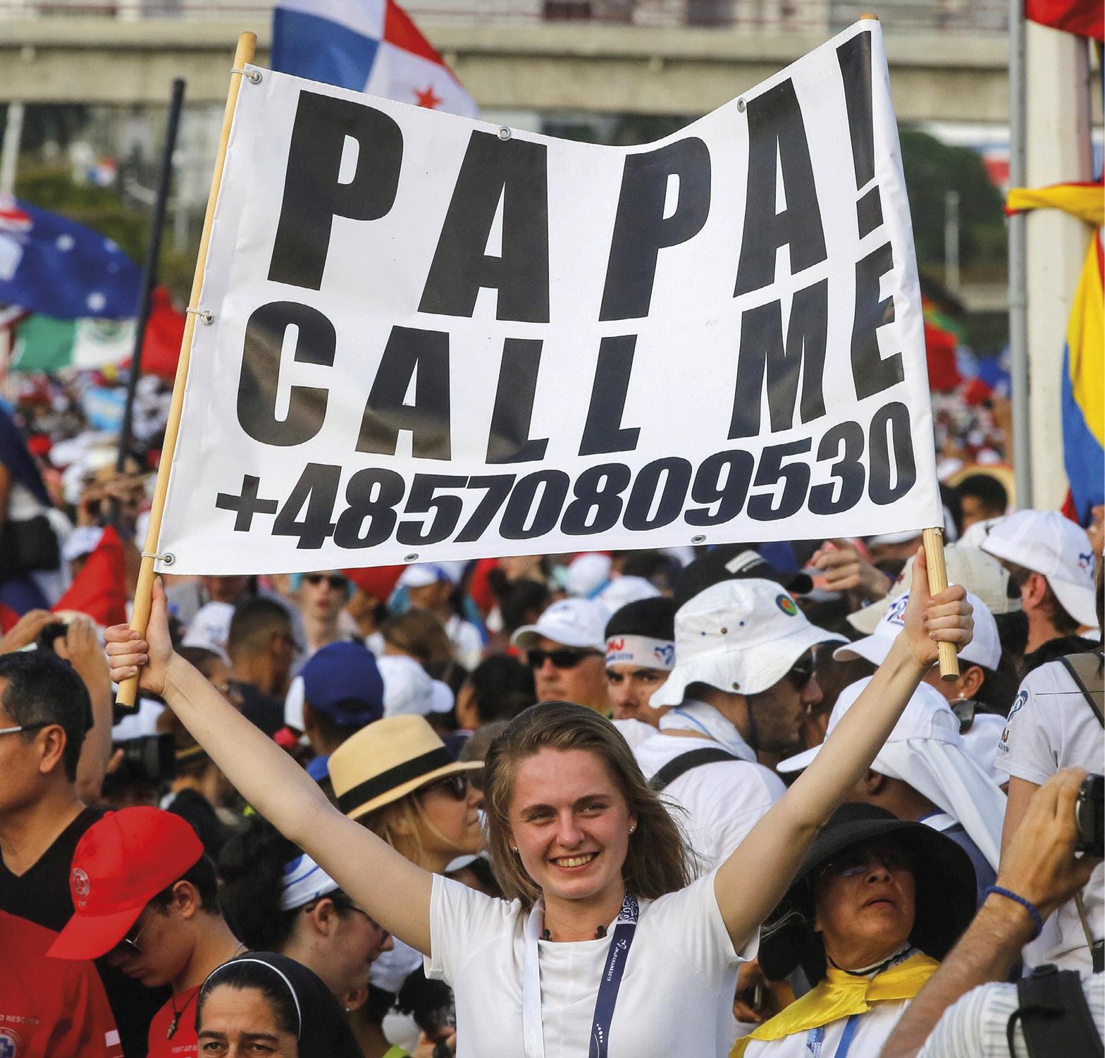 """Jovem com cartaz """"Papa, telefona-me"""". Jornada Mundial da Juventude, Panamá, 24 de janeiro de 2019. EPA / ESTEBAN BIBA."""