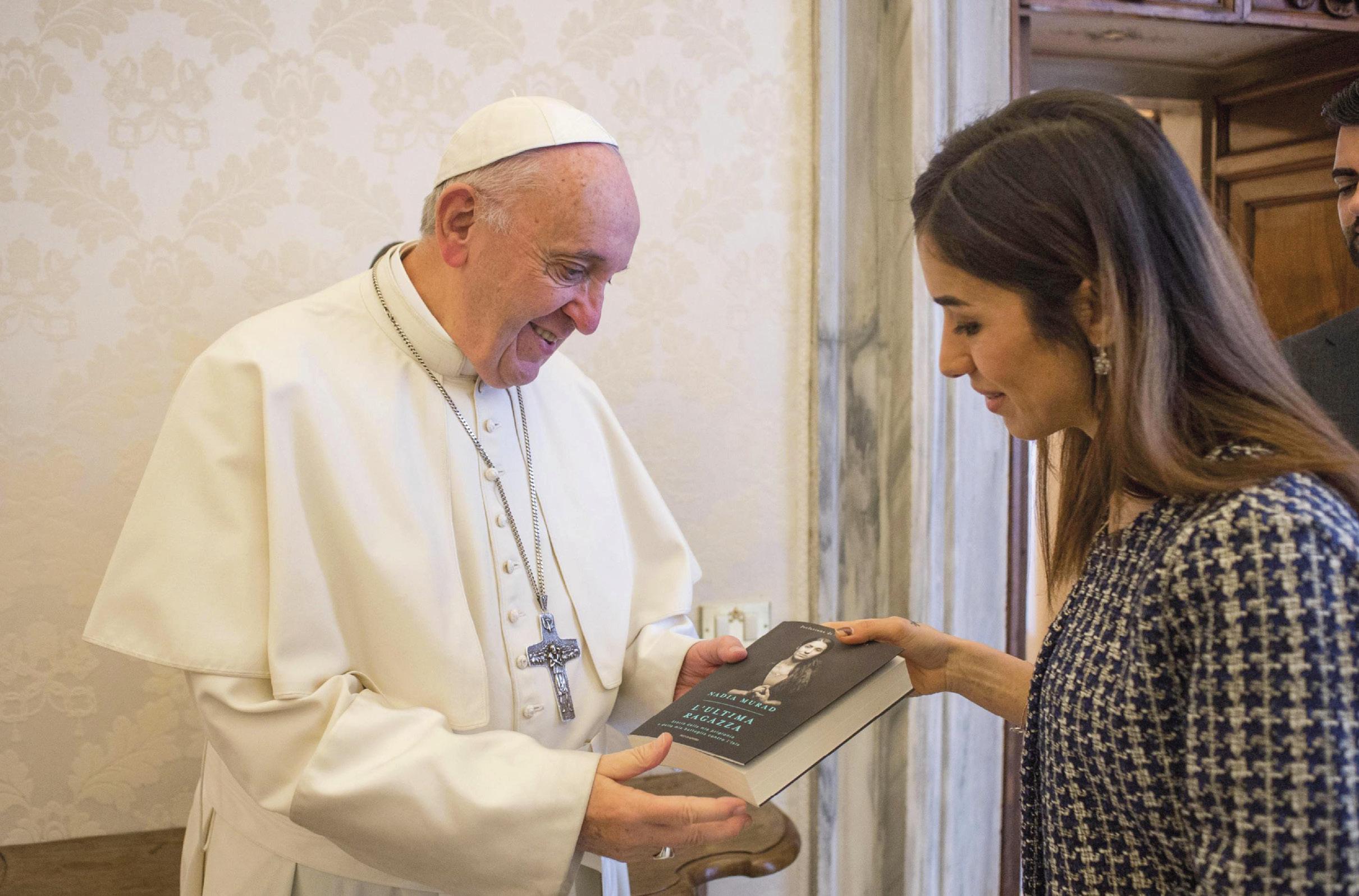Encontro do Papa Francisco com Nadia Murad, ativista iraquiana yazidi, defensora dos direitos humanos e Prémio Nobel da Paz de 2018. Foto EPA/Vatican Media.