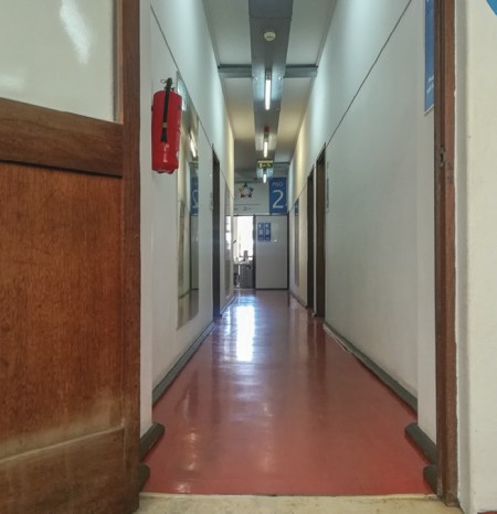 Quem espera, desespera nos corredores da burocracia...