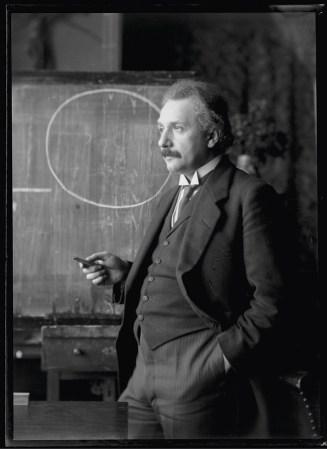 Albert Einstein numa fotografia tirada em 1921 (http://sci.esa.int/lisa-pathfinder/56911-albert-einstein-in-1921/).