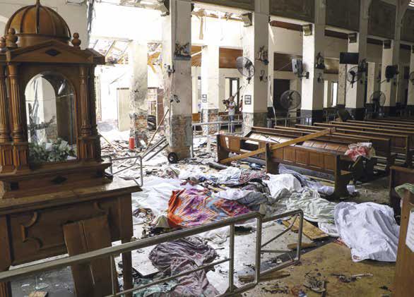 Santuário de Santo António após as explosões no dia de Páscoa, a 21 de abril de 2019, que atingiram hotéis e igrejas, no Sri Lanka, matando pelo menos 156 pessoas, incluindo 35 estrangeiros. (Foto de ISHARA S. KODIKARA / AFP / Getty Images)